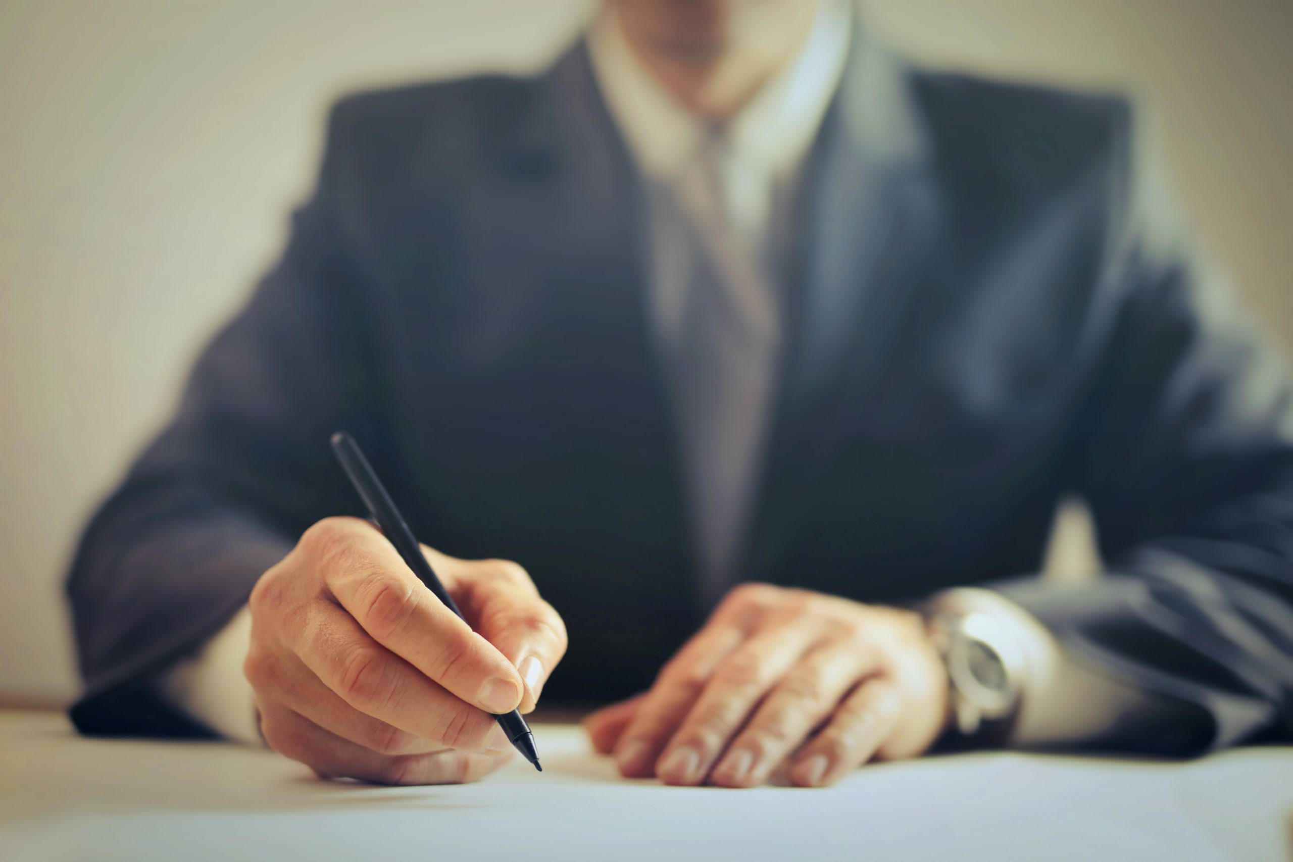 עורך דין לעריכת חוזה עבודה