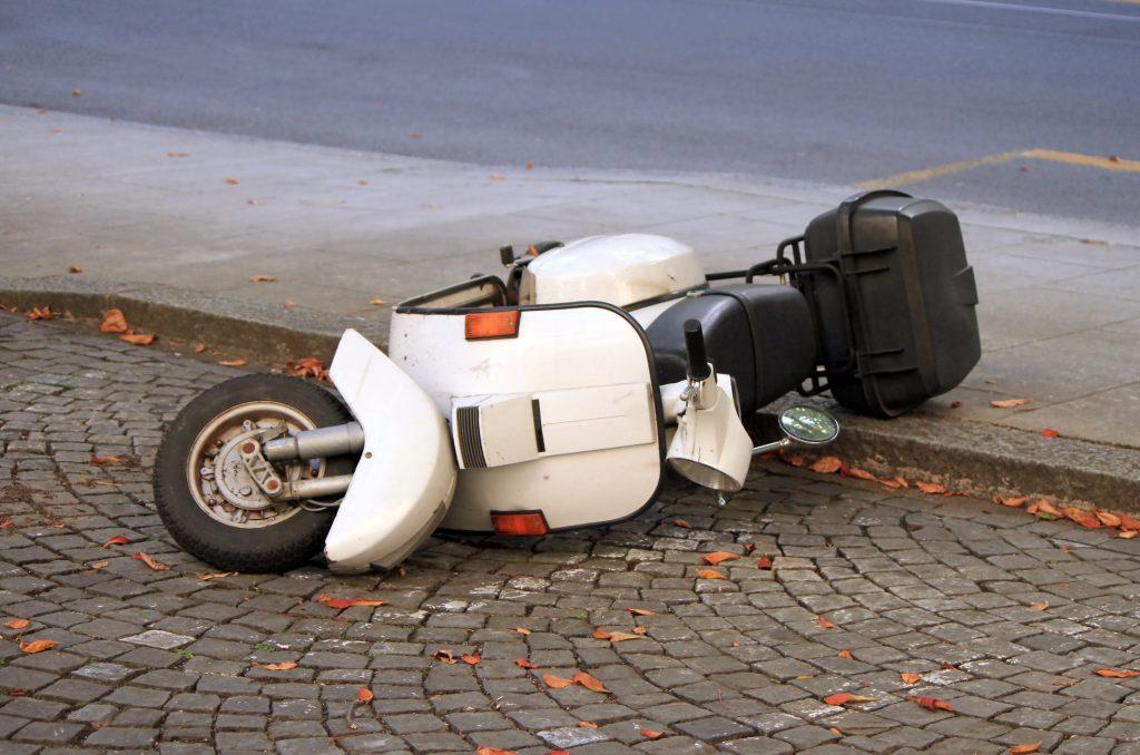 תאונת דרכים עם אופנוע לבן