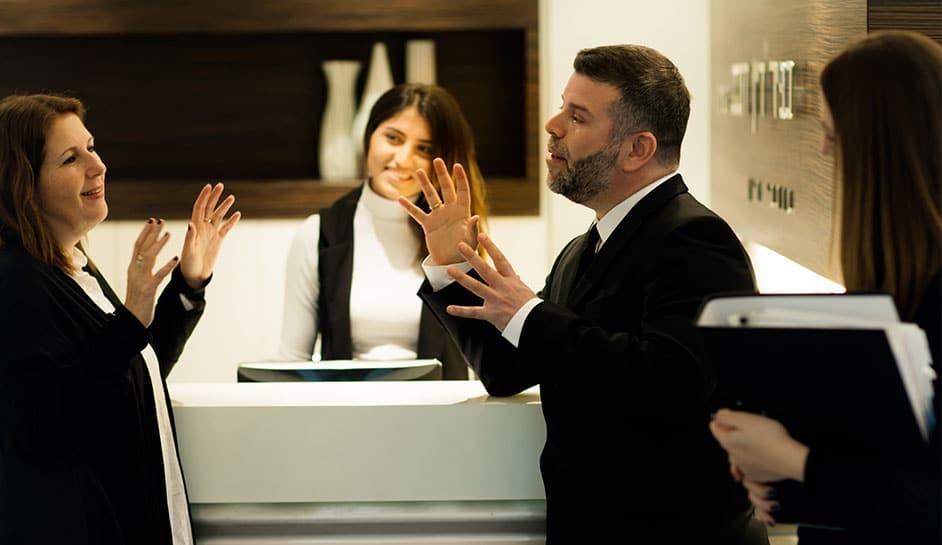עורך דין כפיר דיין דובב יחד עם צוות המשרד