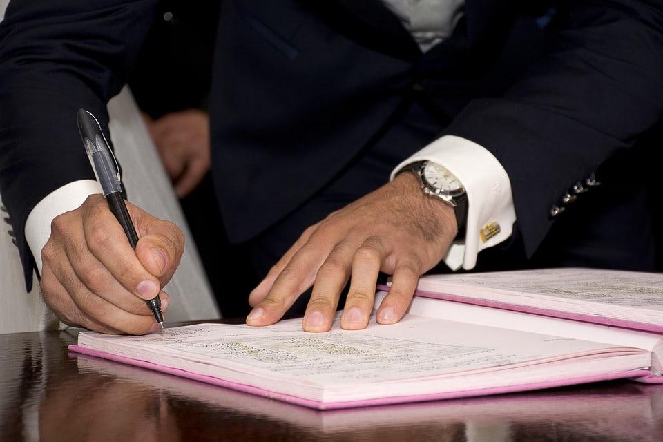 חתמת הסכם עבודה עם פרילנסר